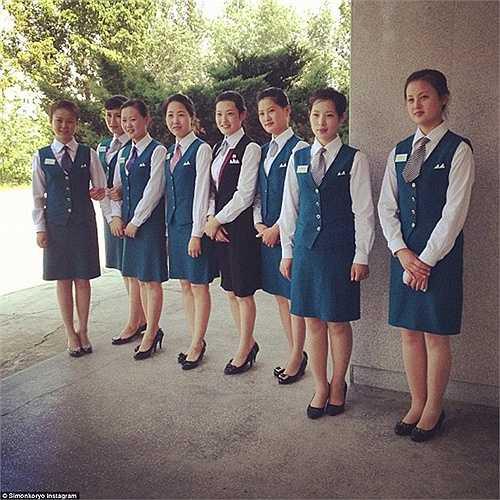 Đội ngũ lễ tân xinh đẹp của khách sạn Jangjusan tại Bình Nhưỡng