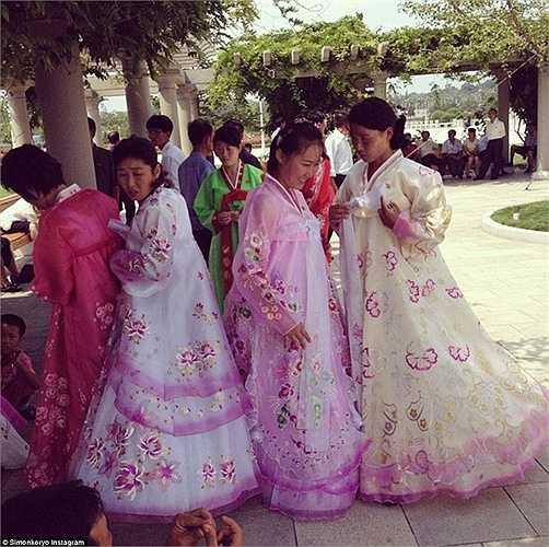 Những người phụ nữ Triều Tiên trong bộ trang phục truyền thống.