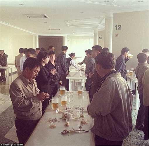 Triều Tiên mua lại nhà máy sản xuất bia thuộc quyền sở hữu của công ty Trowbridge năm 2000.
