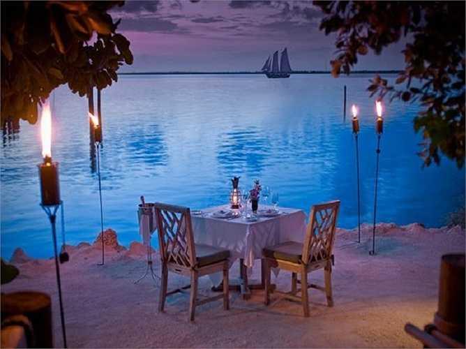 Nơi thưởng thức bữa tối và thưởng thức cảnh đẹp của sông nước luôn là một trong những sự lựa chọn hàng đầu trong ngày Valentine.