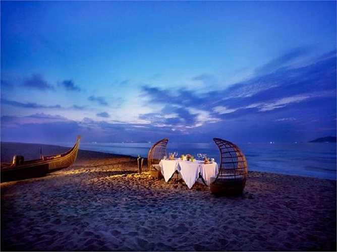Bãi biển cũng là nơi thích hợp nhất để những cặp tình nhân nói lời yêu thương và có những bữa tối lãng mạn nhất.