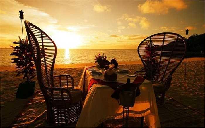 Một bữa ăn tuyệt vời trong buổi bình minh ngập tràn ánh nắng và tận mắt nhìn mặt trời dần xuất hiện từ phía cuối chân.