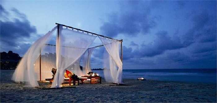 Một nơi hẹn hò tuyệt vời cho những cặp đôi thích biển, cát trắng và những chiếc rèm quyến rũ.