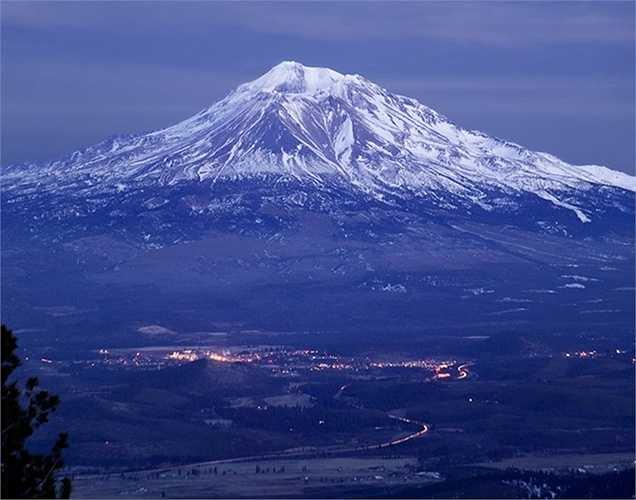 Apple có thể sẽ cho ra mắt phiên bản mới của hệ điều hành X trong năm 2015. 2 phiên bản trước được đặt tên theo những địa danh thiên nhiên nổi tiếng của California: Maverlicks và Yosemite. Phải chăng lần này sẽ là núi lửa Shasta?