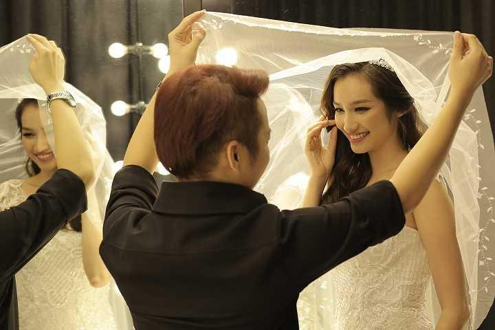 Thế nên bốn bộ váy cưới hoàn toàn không phải chỉnh sửa gì
