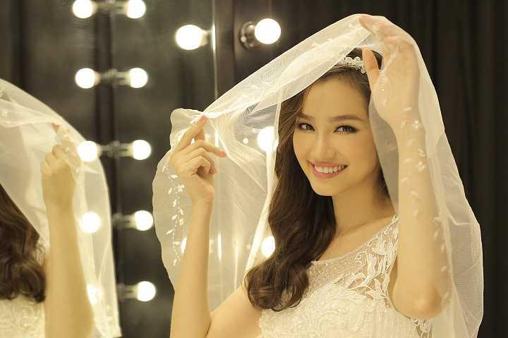 Trúc Diễm cũng chỉ hé lộ 2 trong số 4 mẫu váy cưới
