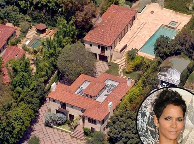 Halle Berry - Ngôi sao da màu từng sống tại căn biệt thự trị giá 15 triệu USD này trong khoảng thời gian khá dài. Sự kiện đáng chú ý nhất là cuộc cãi nhau giữa chồng cũ của cô, Olivier Martinez và bạn trại lúc đó Gabriel Aubry diễn ra tại đây