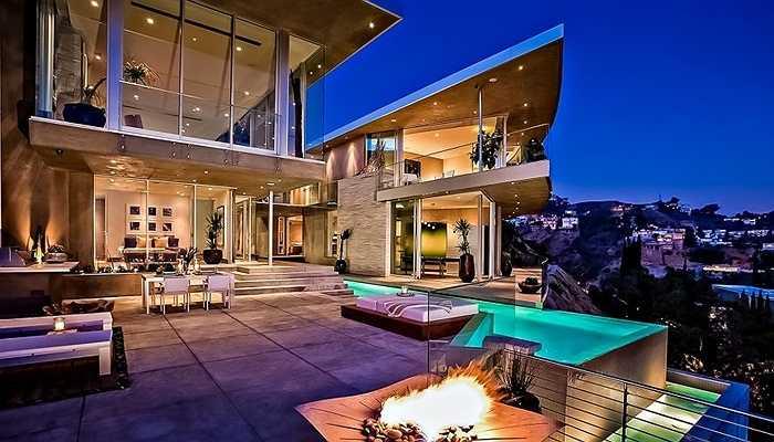 DJ Avicii - DJ người Thụy Điển thể hiện mình là tay chơi cự phách khi đầu tư tới hơn 15 triệu USD cho căn biệt thự thuộc dạng 'khủng' tại Hollywood này.