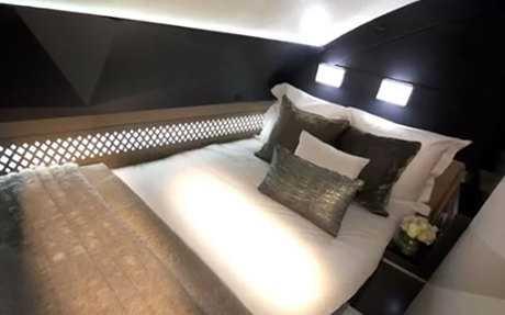 Giường đôi tiện nghi, thỏa mãn nhu cầu nghỉ dưỡng của hành khách
