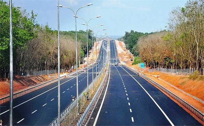 Dự án đường cao tốc TP.HCM – Long Thành – Dầu Giây dài 55 km, có tổng vốn đầu tư trên 20.630 tỷ đồng, gồm vốn vay Ngân hàng Phát triển châu Á (ADB), vốn vay Cơ quan Hợp tác Quốc tế Nhật Bản (JICA) và vốn đối ứng ngân sách Nhà nước. (Ảnh: Sỹ Hưng)
