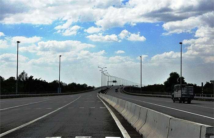 Dự án là một bộ phận của hệ thống đường bộ cao tốc Bắc-Nam, nằm trong vùng tam giác kinh tế trọng điểm TP.HCM-Đồng Nai-Bà Rịa-Vũng Tàu. (Ảnh: Sỹ Hưng)