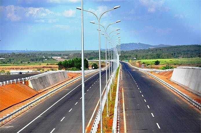 Những hạng mục còn lại trên đường cao tốc TP.HCM - Long Thành - Dầu Giây đã hoàn thiện chờ ngày khánh thành. (Ảnh: Sỹ Hưng)