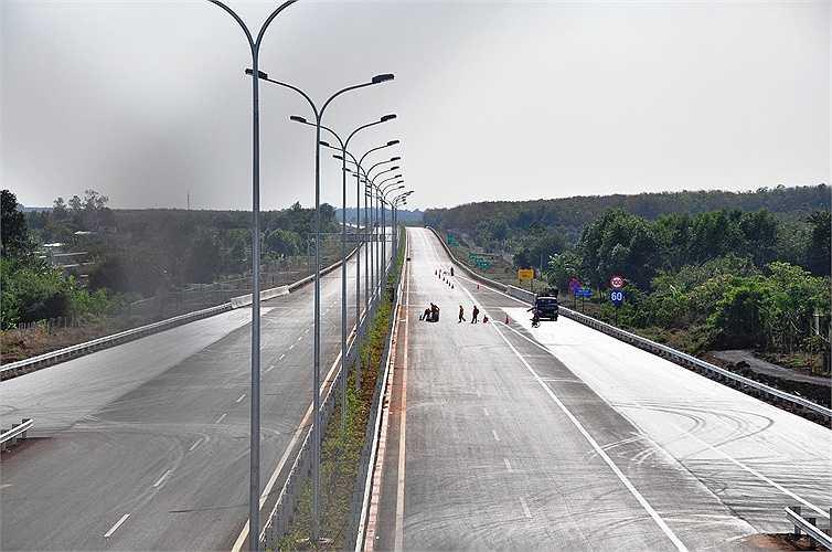 Toàn tuyến cao tốc đẹp nhất Việt Nam hoàn thành sẽ rút ngắn thời gian đi lại ở các tỉnh lân cận với TP.HCM. (Ảnh: Sỹ Hưng)