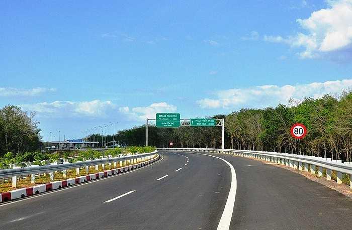 Chặng đường di chuyển từ TP.HCM đi các vùng lân cận đã được rút ngắn đáng kể khi cao tốc đẹp nhất Việt Nam thông xe. (Ảnh: Sỹ Hưng)
