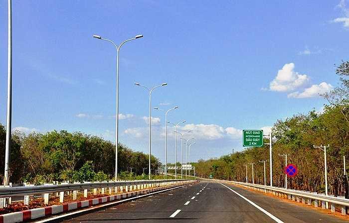 Đường cao tốc TP.HCM - Long Thành - Dầu Giây thuộc địa phận tỉnh Đồng Nai trước ngày thông xe. (Ảnh: Sỹ Hưng)