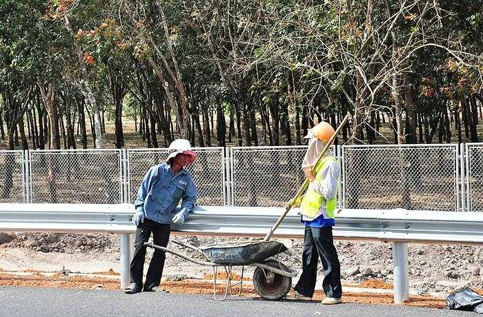 Tháng 1/2014, đoạn từ Vành đai II đến Quốc lộ 51 dài 20km đã thông xe đưa vào khai thác, tuyến đường đã rút ngắn thời gian đi Đồng Nai, Vũng Tàu, giảm ách tắc tai nạn giao thông. (Ảnh: Sỹ Hưng)