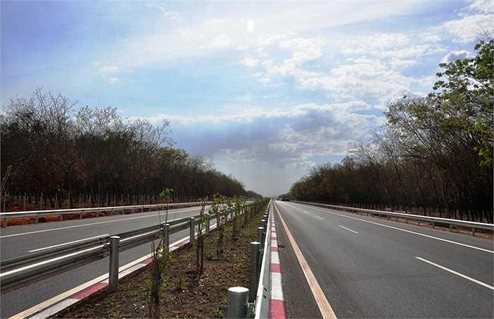 Ngày 10/1/2015, Tổng công ty Đầu tư và Phát triển đường cao tốc Việt Nam (VEC) đã thông xe kỹ thuật thêm 4km từ đoạn An Phú đến nút giao thông Vành đai II. (Ảnh: Sỹ Hưng)