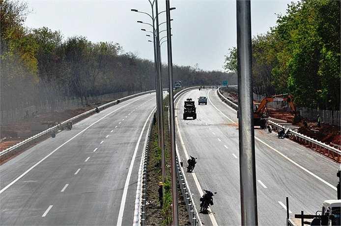 Khi cao tốc đưa vào khai thác toàn tuyến, các phương tiện từ TP HCM đi Long Thành chỉ còn 20 phút, đi Vũng Tàu mất một giờ 20 phút và đi Dầu Giây chỉ còn 1 giờ. (Ảnh: Sỹ Hưng)
