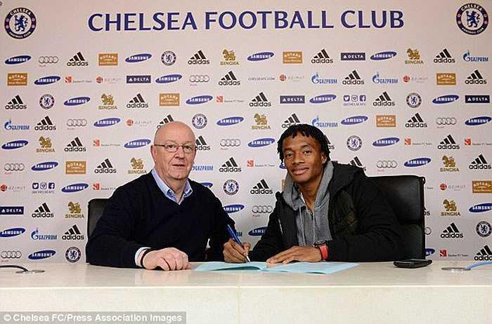 Tiền vệ 26 tuổi ký vào bản hợp đồng có thời hạn 4 năm rưỡi với The Blues
