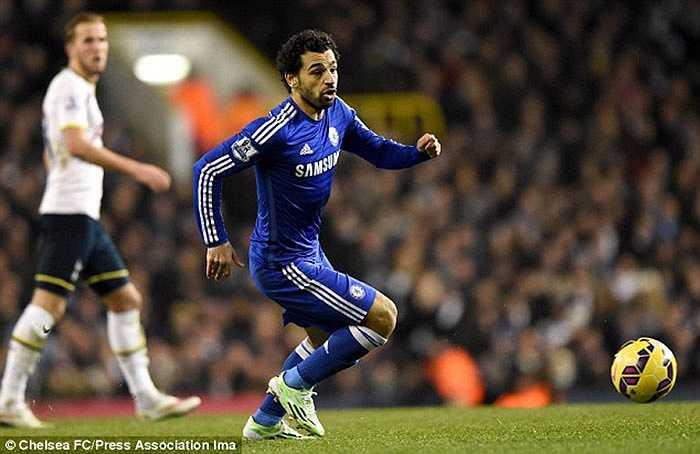 Ở chiều ngược lại, Fiorentina đạt thỏa thuận mượn Mohamed Salah đến hết mùa
