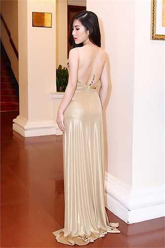 Nữ ca sỹ cho biết, sau sự cố không đáng có thời gian trước, giờ đây cô rất cẩn thận về trang phục mỗi lúc xuất hiện