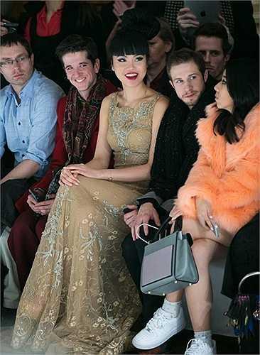 Tại 'đại tiệc thời trang' đình đám nhất thế giới này, thông tin từ phía Jessica Minh Anh cho biết, người đẹp Việt này được khá nhiều nhà thiết kế nổi tiếng mời tham dự như Zuhair Murad, Tony Ward, Stephane Rolland, Christian Dior, Alexis Mabille…