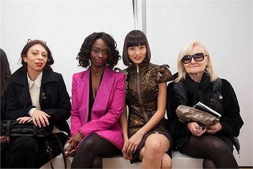 Dù mới bước vào làng thời trang chưa lâu nhưng Chà Mi, Top 4 Vietnam's Next Top Model 2013 đã có cơ hội làm việc với một số nhà thiết kế quốc tế. Theo dự kiến, Chà Mi đã được nhà thiết kế Pháp Julien Fournie mời làm người mẫu trình diễn bộ sưu tập thu đông tại tuần lễ thời trang cao cấp Paris 2013.