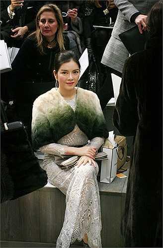 Xinh đẹp, sở hữu bộ sưu tập hàng hiệu 'khủng' và đặc biệt, luôn xuất hiện trên hàng ghế VIP của nhiều show thời trang danh tiếng quốc tế… Đó chính là những điều khiến Lý Nhã Kỳ luôn là nhân vật đình đám của làng thời trang Việt.