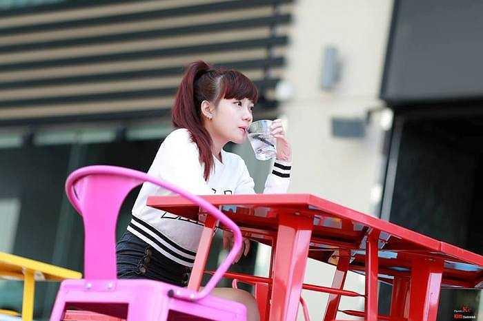 Cherry Nguyễn có sở thích đọc sách đặc biệt là truyện ngắn, thích hát.