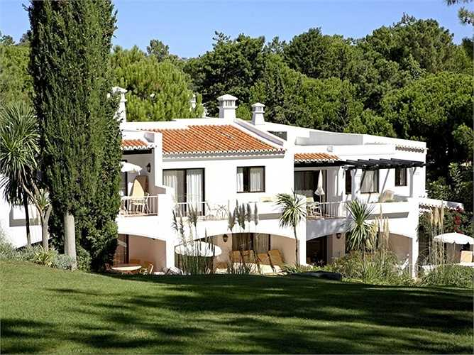 Câu lạc bộ Quê Hương Bốn Mùa thuộc Quinta do Lago, Bồ Đào Nha. Giá phòng từ 936 USD/đêm