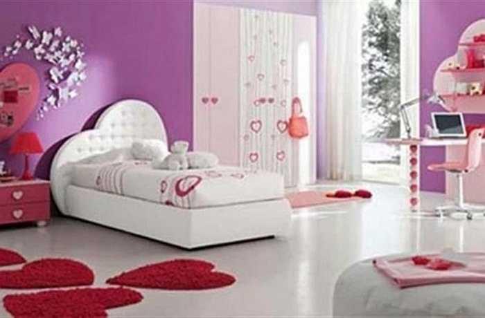 Thảm hình trái tim: Bạn có thể dùng những chiếc thảm hoặc giương hình trái tim đẹp mắt để trang trí phòng ngủ thêm lãng mạn.