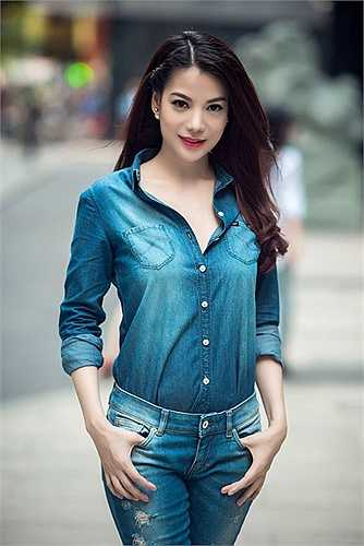 Diện trang phục khỏe khoắn, cá tính, Trương Ngọc Ánh trẻ trung hơn tuổi thực rất nhiều.