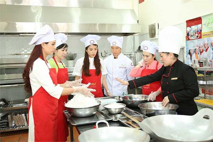Vì chương trình lần này đến với bệnh nhi nên thực đơn đã được chuyên gia ẩm thực Tịnh Hải chăm chút rất kỹ.