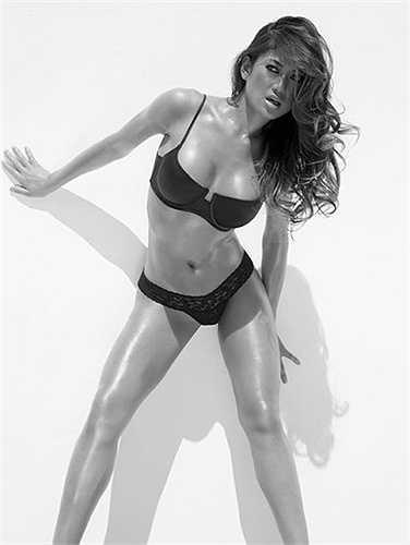 Nữ VĐV quyến rũ này còn xuất hiện ở võ đài vật biểu diễn với tư cách là người mẫu.