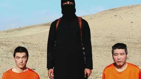 Sát thủ IS đứng giữa 2 con tin người Nhật Bản