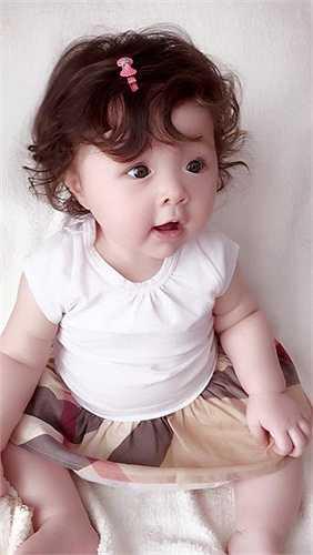Bé Cadie sở hữu nhiều nét đẹp của mẹ.