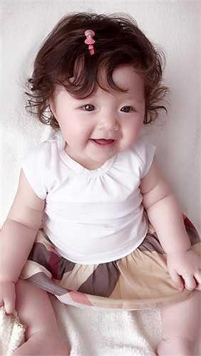 Dù chưa một lần tiết lộ về cha của em bé, nhưng Elly Trần luôn chia sẻ hình ảnh hạnh phúc của hai mẹ con.