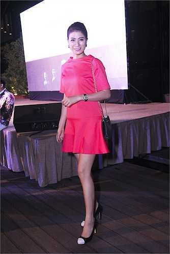 Người mẫu Trang Trần cũng đến để chúc mừng cho thành công của Đàm Vĩnh Hưng và Ngọc Thanh Tâm.