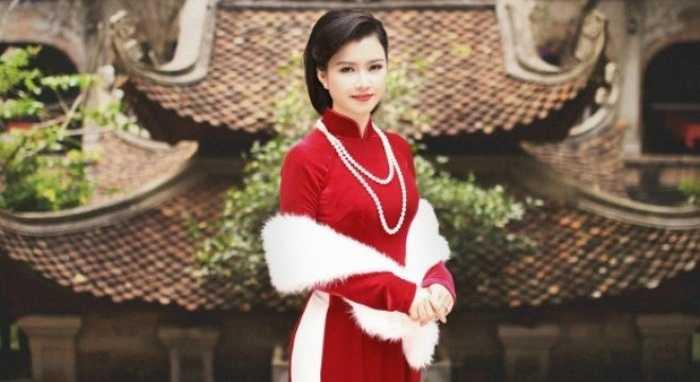 Với hơn 3 năm trong nghề, cô nữ MC Nguyễn Hương Giang (sinh năm 1990) đã trở nên quen thuộc với người xem truyền hình.