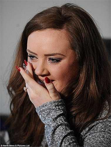 Cô gái trẻ Cutler (21 tuổi) đã đến thăm Alan và rất cảm động trước nghị lực của đàn ông tội nghiệp này.