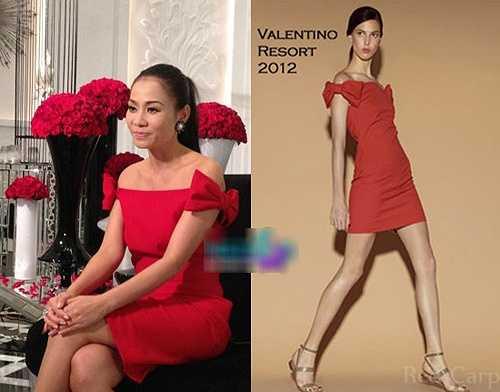 Chiếc váy của Valentino có giá là 1029 USD (khoảng 21 triệu đồng).