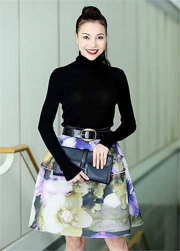 Trà Ngọc Hằng yêu kiều, phong cách thời trang sang trọng.