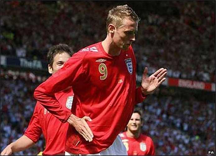 Peter Crouch ăn mừng kiểu robot ở vòng chung kết World Cup 2006