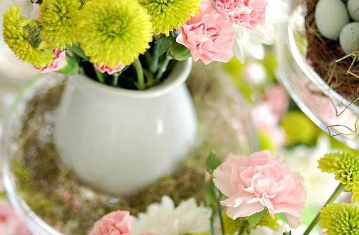 Bày trí hoa không nhất thiết phải quá cầu kỳ và phức tạp. Hãy chọn 3 loại hoa với 3 màu sắc và hình dáng bổ trợ cho nhau một cách đơn giản