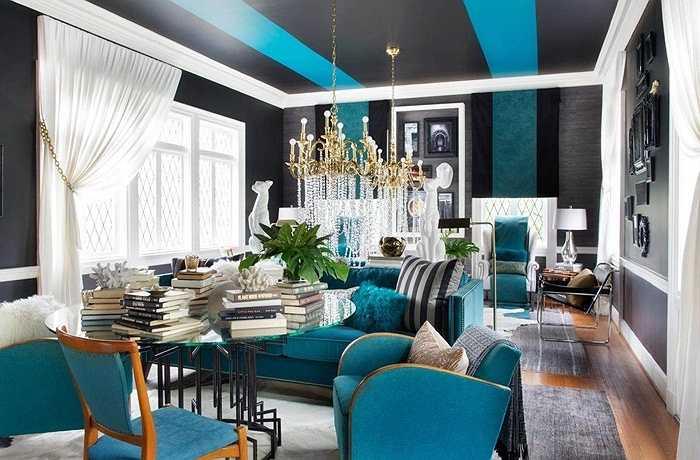 Để sử dụng một không gian duy nhất cho hai mục đích, các nhà thiết kế chia thành các khu vực: một cho cuộc trò chuyện bình thường và thưởng thức cocktail, góc khác để đọc hoặc tụ tập quanh bàn cho một bữa ăn chính.