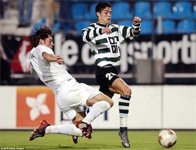 Năm 1997, CLB Sporting Lisbon tới thị trấn Madeira, quê Ronaldo để thuyết phục cầu thủ này gia nhập đội bóng lớn nhất nhì Bồ Đào Nha