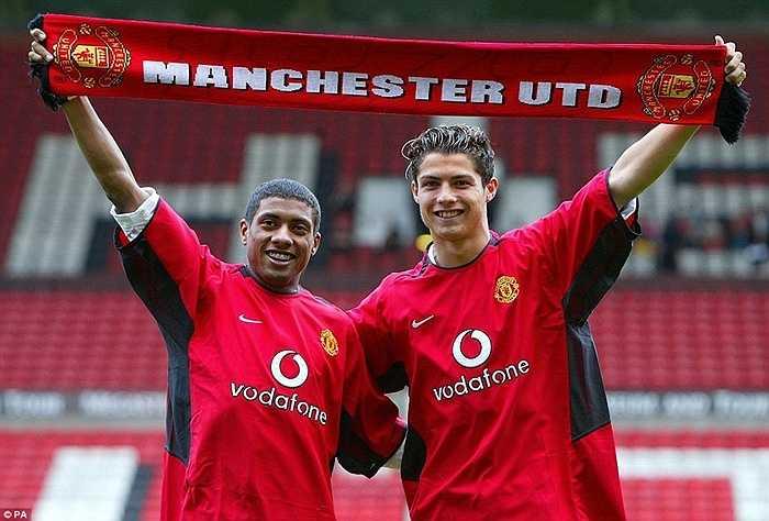 6 năm sau, Ronaldo ngày nào đã chuyển tới Man Utd với bản hợp đồng trị giá 12,25 triệu bảng