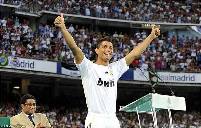 Hè 2009, Ronaldo trở thành cầu thủ đắt nhất thế giới khi Real Madrid đồng ý đưa anh về với giá 80 triệu bảng