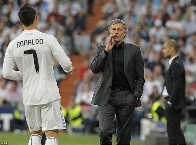 Raul ra đi, áo số 7 trở về với Ronaldo