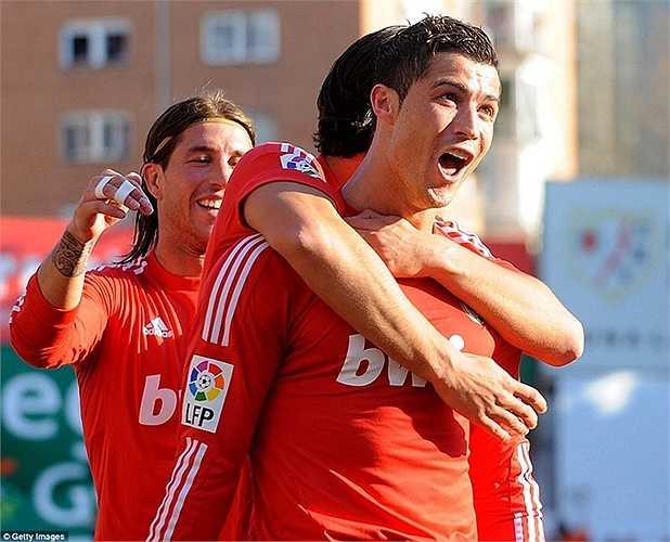 Ronaldo ăn mừng siêu phẩm vào lưới  Rayo Vallecano